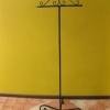 Meble dla sklepu: wieszak na paski stojący